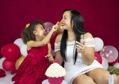 adult cake smash rood wit goud champagne taart verjaardagsfeest 24 jaar mama en dochter diana schouten fotografie