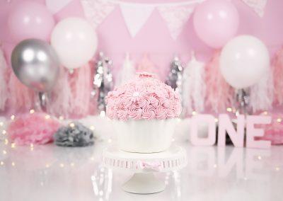 roze zilver en wit cakesmash bloementaartje
