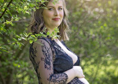zwangerschapsshoot fotoshoot outdoor zon bos hellevoetsluis zuid holland fotografie
